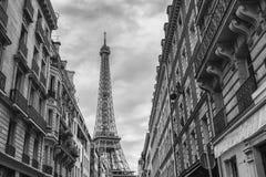 Взгляд Эйфелева башни от старого городка в Париже, Франции Стоковое Фото