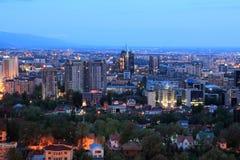 Взгляд юговосточой части Алма-Аты рано утром стоковое изображение