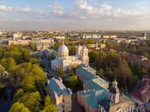 Взгляд Aeral к святой троице Александру Nevsky Lavra Архитектурный комплекс с правоверным монастырем, неоклассическим собором стоковые изображения rf