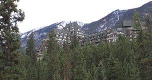 Взгляд Banff Springs Hotel, Канада 4K акции видеоматериалы