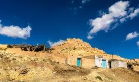 Взгляд Chenini, укрепленная деревня Berber в южном Тунисе стоковое фото rf