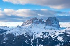 Взгляд Col Rodella Sasso Piatto и Sassolungo от бельведера, Canazei, Италии стоковое фото rf
