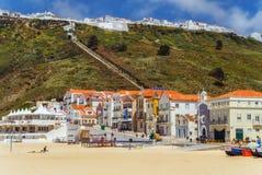 Взгляд da Nazare Sitio da Nazare и Прая от пляжа поднимается стоковые изображения rf