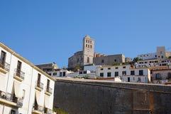 Взгляд Dalt Vila городка Eivissa в Ibiza Балеарских островах Soain стоковые изображения rf