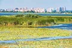 Взгляд Dnieper в потоке под городом Киева, Украины Стоковая Фотография