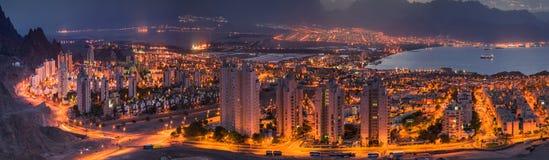 Взгляд Eilat и Aqaba панорамный стоковая фотография rf