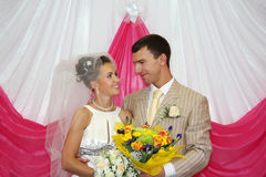 взгляд groom невесты счастливый другое Стоковая Фотография