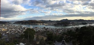Взгляд habour панорамы с shimmer захода солнца, Onomichi, Хиросимой, Японией стоковое изображение