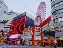 Взгляд Hep 5 Ferris катит внутри Осака стоковое изображение rf