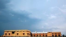 Взгляд Hostal через голубое небо Стоковые Изображения RF