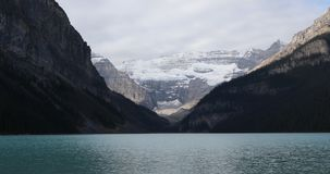 Взгляд Lake Louise около Banff, Канады 4K акции видеоматериалы
