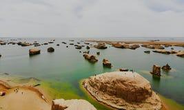 Взгляд midair парка Yardan национального геологохимического, Цинхая, Китая Yardang было создано с течением времени мягкой частью  стоковое фото rf