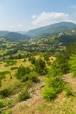 Взгляд Mokra Gora от станции Sargan Vitasi, панорамы Сербии стоковая фотография