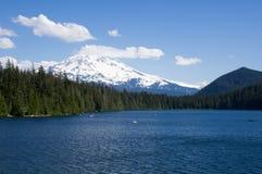 взгляд mt озера клобука потерянный Стоковые Изображения RF