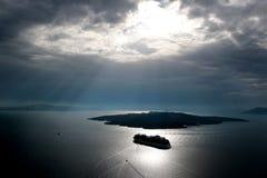 Взгляд Nea Kameni от Oia около Santorini, Кикладов, Греции Стоковая Фотография RF