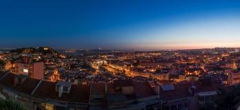 Взгляд Panomaric над Лиссабоном после захода солнца стоковое изображение rf