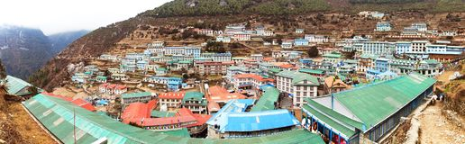 Взгляд Panoramatic деревни благотворительного базара Namche Стоковое Фото