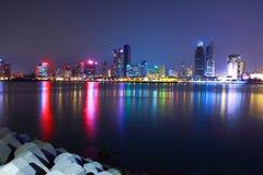 взгляд qingdao ночи стоковая фотография rf
