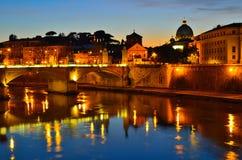 взгляд roma tiber реки ночи Стоковое Фото