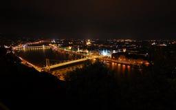 взгляд spectacular ночи budapest стоковое фото rf
