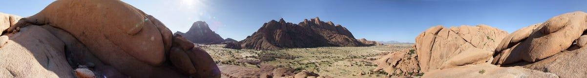 взгляд spitzkoppe Намибии панорамный стоковое изображение
