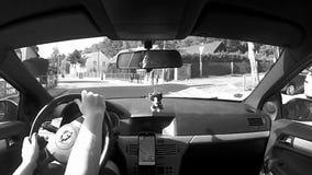 Взгляд Splavy, чехия - 12-ое августа 2017: управлять автомобилем Opel Astra h в взгляде Splavy деревни около озера ` s Macha межд видеоматериал