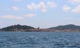 """Взгляд St Tropez, залива и морского музея истории от моря St Tropez, Провансаль-Alpes-CÃ'te d """"Azur, юго-восточное стоковое фото rf"""