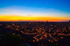 Взгляд Toledo, Испании, на ноче Взгляд lamplights oldtown o стоковые фотографии rf