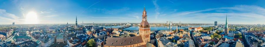 Взгляд vr трутня 360 памятника городка церков купола города Риги старый стоковая фотография rf
