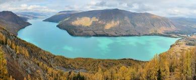 взгляд панорамы озера kanas Стоковое Изображение RF