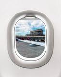 Взгляд авиапорта в Москве от окна самолета Стоковое Изображение RF
