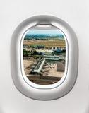 Взгляд авиапорта в Праге от окна самолета Стоковая Фотография RF