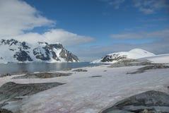 Взгляд антартического полуострова к соседним островам с fl Стоковое Изображение