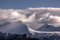 Взгляд ландшафта горной цепи в Stranda, Норвегии Стоковые Фотографии RF