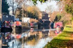 Взгляд ландшафта канала шлюпки в Великобританию Стоковая Фотография