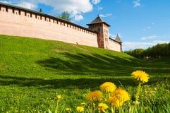 Взгляд архитектуры Новгорода Кремля возвышается, Veliky Новгород, Россия, ландшафт архитектуры Veliky Новгорода Стоковые Изображения