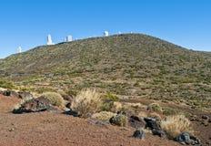 Взгляд астрономической обсерватории в пустыне горы Стоковое фото RF
