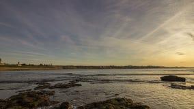 Взгляд Атлантического океана захода солнца на пляже Tamarist, в Касабланке акции видеоматериалы