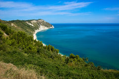 Взгляд адриатического побережья в области Марша Италии Стоковые Изображения