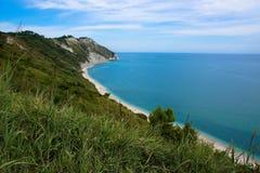 Взгляд адриатического побережья в области Марша Италии Стоковая Фотография