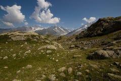 Взгляд Альпов от Lacs de Cheserys Стоковое Фото
