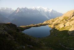 Взгляд Альпов от Lacs de Cheserys Стоковое Изображение