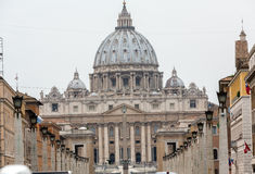 Взгляд базилики St Peter и улицы через della Conciliazione, Рим Стоковое фото RF