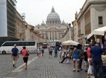 Взгляд базилики St Peter и улицы через della Conciliazione, Рим, Стоковые Фотографии RF