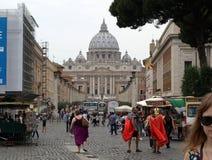 Взгляд базилики St Peter и улицы через della Conciliazione, Рим, Стоковое Изображение
