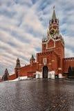 Взгляд башен Москвы Кремля от красной площади Стоковые Изображения RF