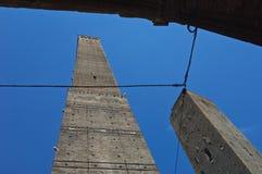 Взгляд башен Asinelli и Garisenda Стоковые Фотографии RF