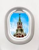 Взгляд башни Кремля в Москве от окна самолета Стоковые Изображения RF