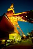 Взгляд башни токио от основания стоковые изображения rf