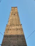 Взгляд башни Asinelli снизу, болонья Стоковое Изображение